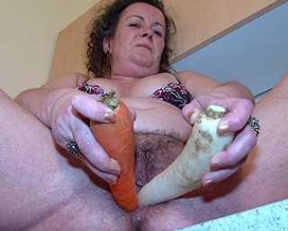 This mature slut gets her daily vitamines