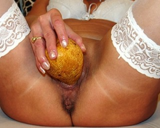 Mature slut has found a healthy way to play with herself