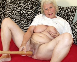 Omaseks Granny loves to play with her baseball bat
